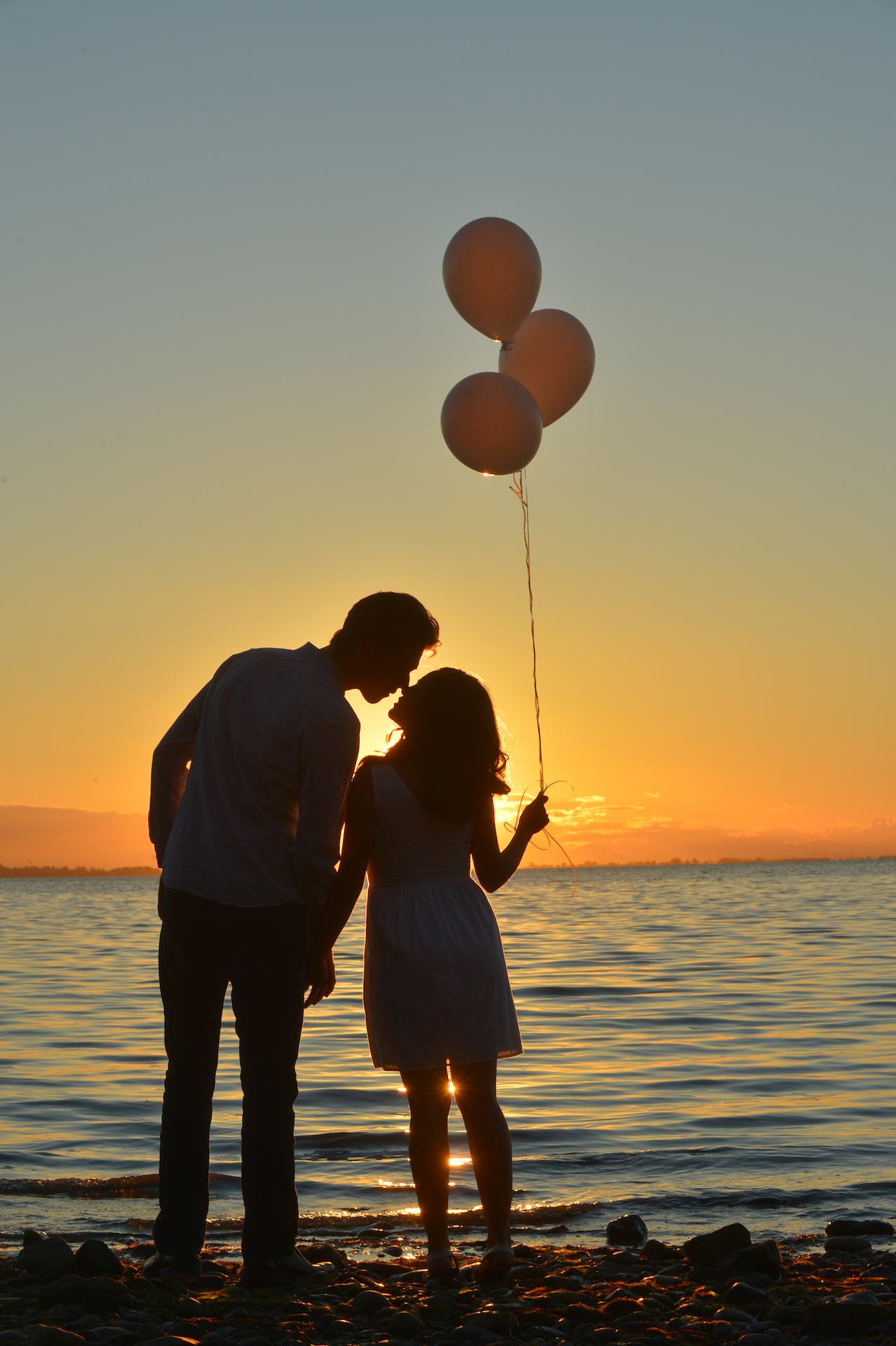 balloons for engagement photos2
