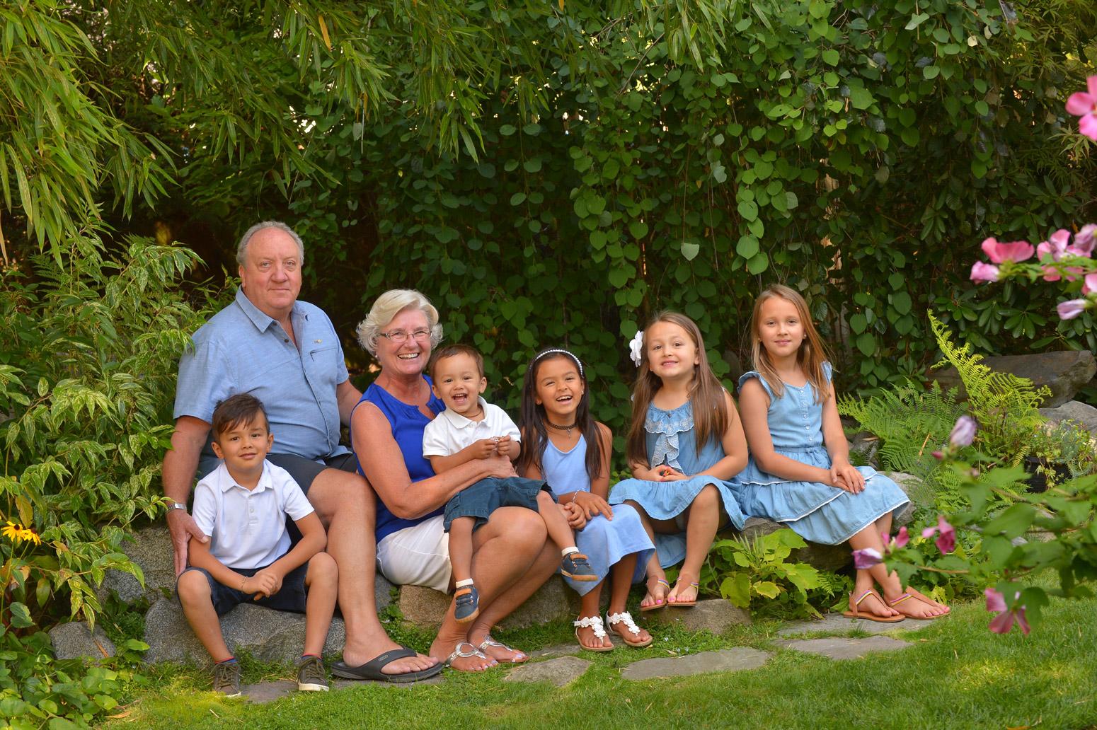 grandparents-and-grandchildren-portrait