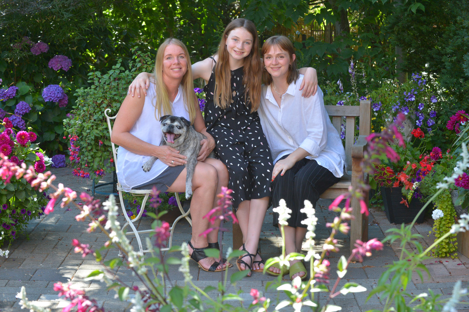 mom-and-daughters-photos