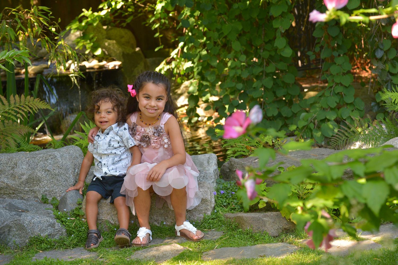 outdoor-sibling-photos