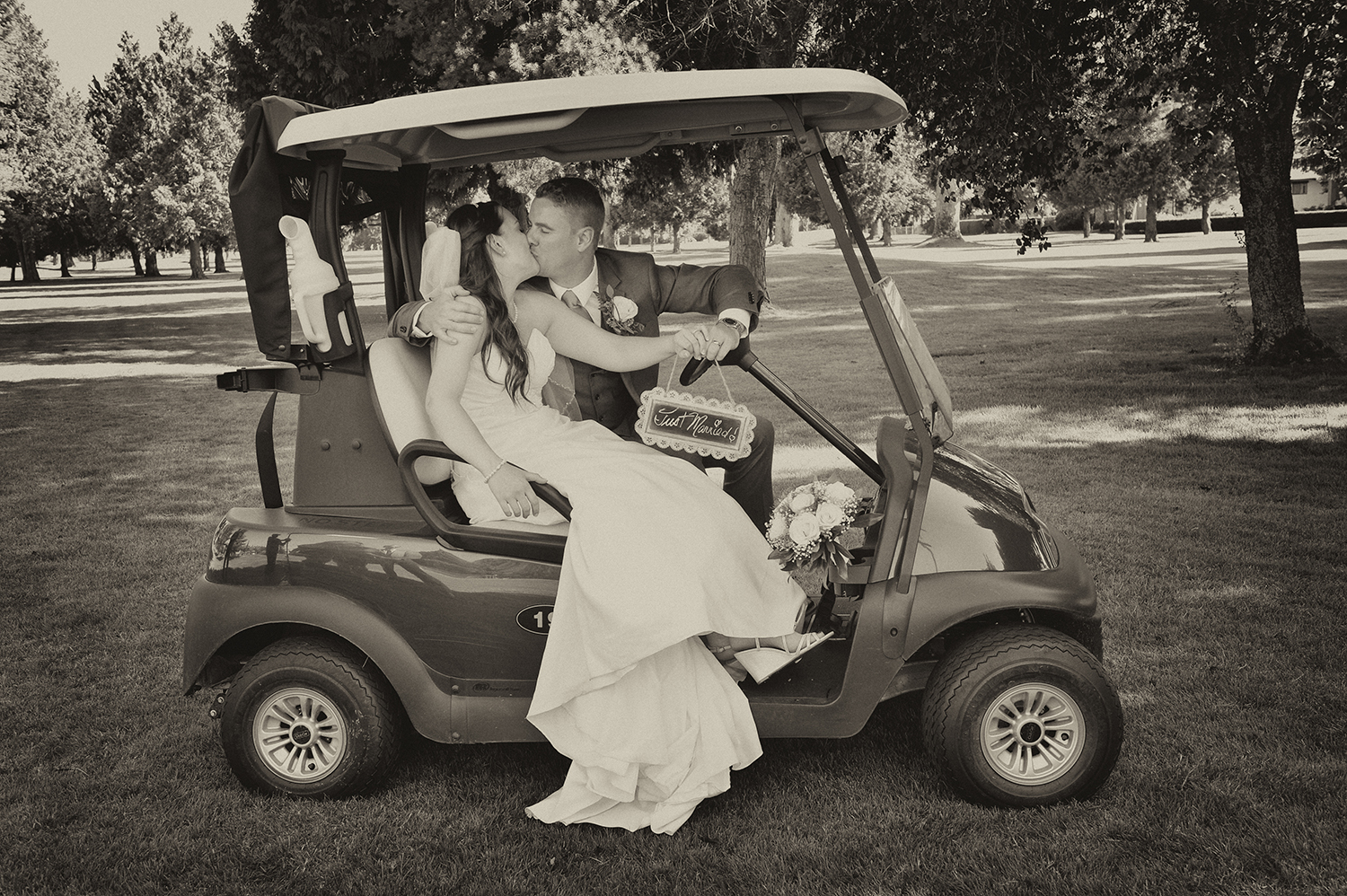 golf course wedding photo